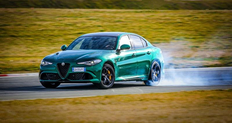 Alfa Romeo Giulia ödüllendirdi